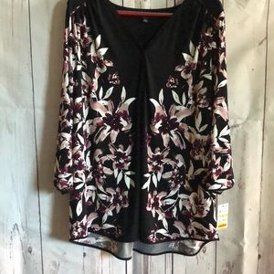 Women's flowered blouse